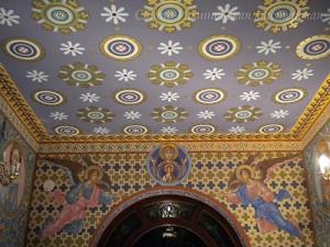 роспись орнаментов в храме