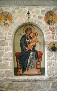 Икона Богородицы в иконостасе
